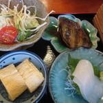 味処 喜いち - 他に白イカの造り、石鯛の煮付け、出汁巻たまご、野菜サラダ・・・