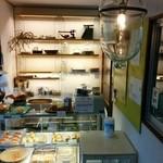 オノパン - ガラス燈具。店舗装飾のためにどこかで作っているのでしょうか?