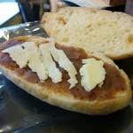 オノパン - 甘栗餡バターコッペ(150円)。ちゃんとバターでした。