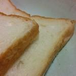 オノパン - 北海道産小麦を使用した角切り食パン(1斤250円)
