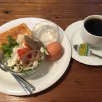 ADOOR - 料理写真:ホットコーヒー400円とAのサラダトーストセット