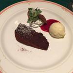 グリル満天星 麻布十番 - チョコレートケーキとジェラート フランボワーズソース