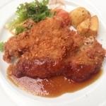 レストランフリアンディーズ - 鶏モモ肉のカツレツ
