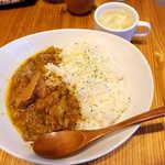 the 肉丼の店 - 南国風牛すじカレー(並¥500)。リーズナブルなお値段が嬉しい