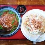 台湾料理 四季紅 - 料理写真:台湾ラーメンと台湾炒飯