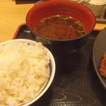 牛カツ専門店 京都勝牛 - 麦御飯と赤出汁