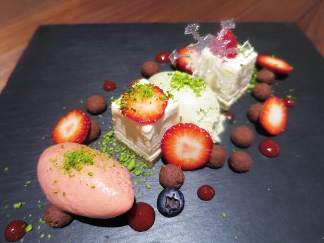 """フィナンシェ - 一片の氷の結晶  """"苺とピスタチオ""""   """"ホワイトチョコレート"""