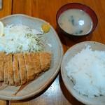 """つくば亭 - """"ロースかつ定食""""950円(税込)"""