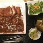 伊千兵衛 dining - カツカレー 700円 サラダ、味噌汁、お新香、ソフトドリンク付き