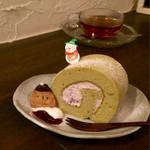カフェ シズク - 抹茶とホワイトストロベリーのロール
