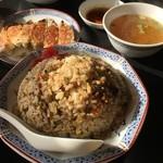 中華料理招楽 - 料理写真:炒飯と餃子
