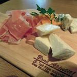 45816021 - ハモンセラーノ&チーズ盛り合わせ(1,280円)