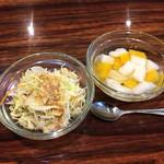 45817056 - サービスのサラダ、杏仁豆腐(セルフサービスで)