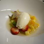ブーランジェリーカフェ ラ・プロヴァンス - フルーツのサラダとチーズのムース