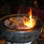 45819088 - 焼肉の網もこまめに交換してくれます。