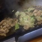 ホルモン料理専門處 利根屋 - 豚耳とハチノス、油(小腸)