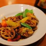 ダリアン - 季節のメニューより。牡蠣のトウチ炒め。かなり独特な味付け。
