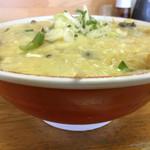 竜園 - 鶏玉そば 大盛り 塩ラーメンの上に炒めた野菜、鶏天と溶き卵の餡がのっています。相性抜群!