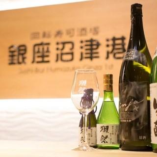 日本酒やワインが豊富。回転寿司ながら本格的にお酒も楽しめます