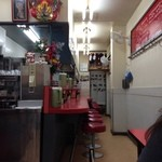 豚麺 - H.27.12.25.昼 テーブル席から厨房・カウンター席方向