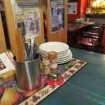 自然野菜と自然派ワインのお店 ばった屋 - テーブル