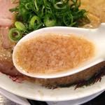 来来亭 河原町三条店 - 独特な風味の鶏ベースの背脂スープ