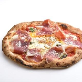 薪釜で焼く豊富な種類のピッツァ♪
