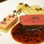 レストラン シンフォニー - A5等級仙台牛サーロインのグリエ    ブリオッシュにのせたフォアグラのテリーヌと    トリュフの香りを付けたジャガイモのエクラゼ    トリュフ風味のソース