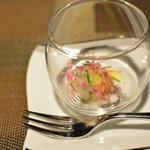 レストラン シンフォニー - アミューズ 昆布締めにした真鯛とズッキーニをロールに 柚子風味のムースを添えて