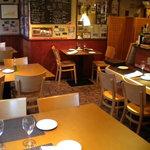 フランス食堂 フーヴェール - 店内は明るくゆったりできます!