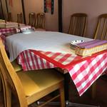 マカロニ食堂 - テーブル