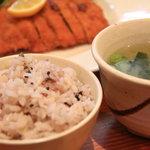 とん吉 - ランチの十六雑穀米