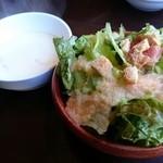 洋食屋チーフ - メンチカツカレー(860円) サラダ&スープ