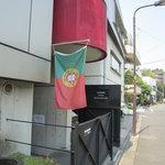 マヌエル・カーザ・デ・ファド - 道路に出ているポルトガルの旗