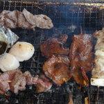 石州蟹番屋 - ナハハ・・・焼いてるところです。エアコンとかは無いので暑いわ~