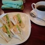 まりも - 料理写真:ミックストースト&珈琲、各400円