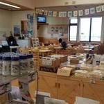 じゅんさいの館 - 「じゅんさいの館」の内観、食事処側です
