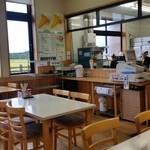 じゅんさいの館 - 「じゅんさいの館」の中にある「食事処 花河童」さんの内観です