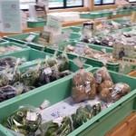 じゅんさいの館 - 新鮮な野菜の直売所にもなっています