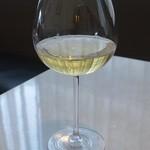 ラ ヴォワール - 白ワインのグラス
