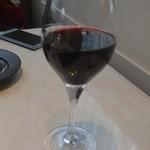 ラ ヴォワール - 赤ワインのグラス