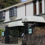 歐林洞 - 八幡様から北鎌方面へすこし上がったところにある白亜のお屋敷