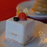 歐林洞 - 粉雪みたいな苺のケーキ