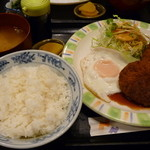 JOY - 料理写真:メンチカツ定食(700円)