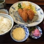 レストランまゆみ - カキフライは冷凍!ざんねん