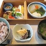 もり崎 - 2段重とお食事