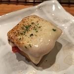 いろり 朱守 - 厚揚げのトマトチーズ焼き