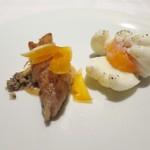 45875404 - リードヴォーのソテー ジロル茸のソース 半熟卵添え