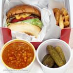 ブラザーズ 人形町本店 - チーズバーガー チリビーンズスープ ピクルス