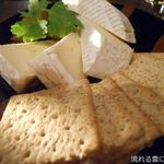 DUG - カマンベールチーズ
